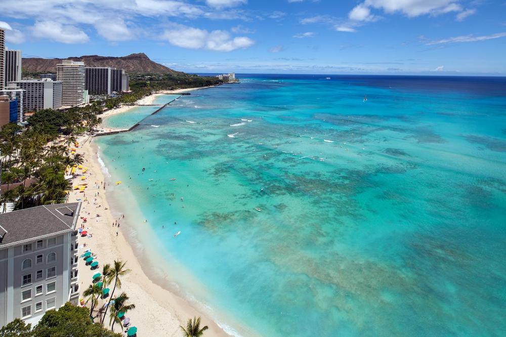 ハワイのワイキキのビーチフロントホテル(イメージ)